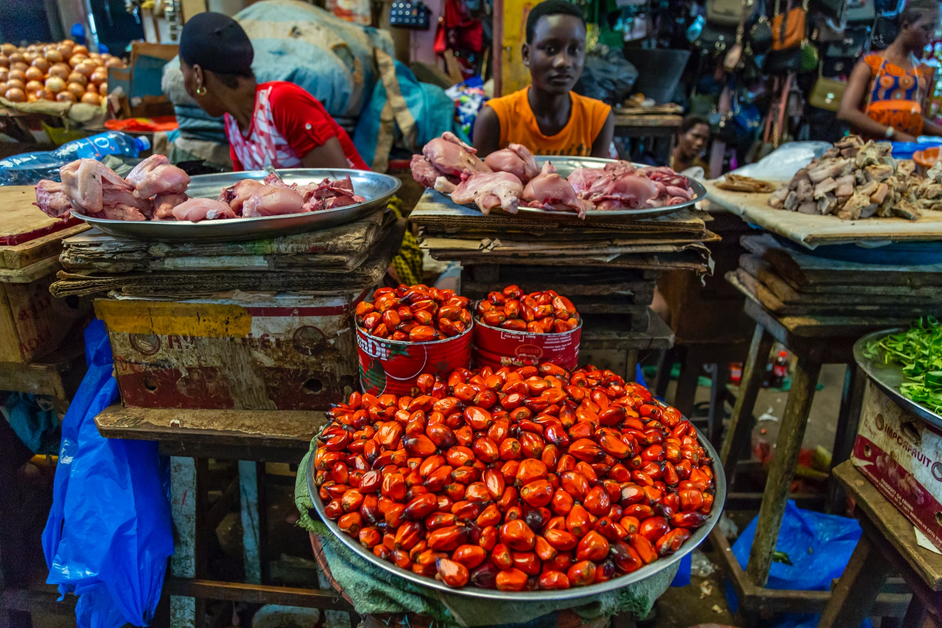 COVID-19 lockdowns threaten Africa's vital informal urban food trade