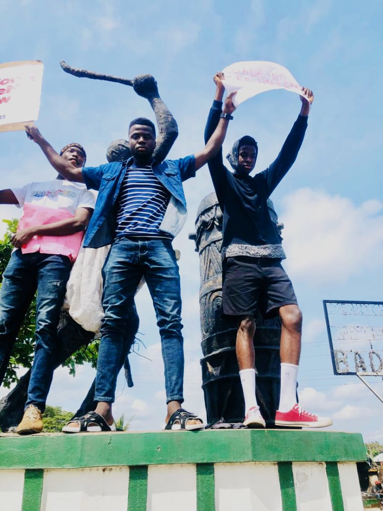 #EndSARS: Protesters Drag Police Over Extortion On Badagry Express (PHOTOS)