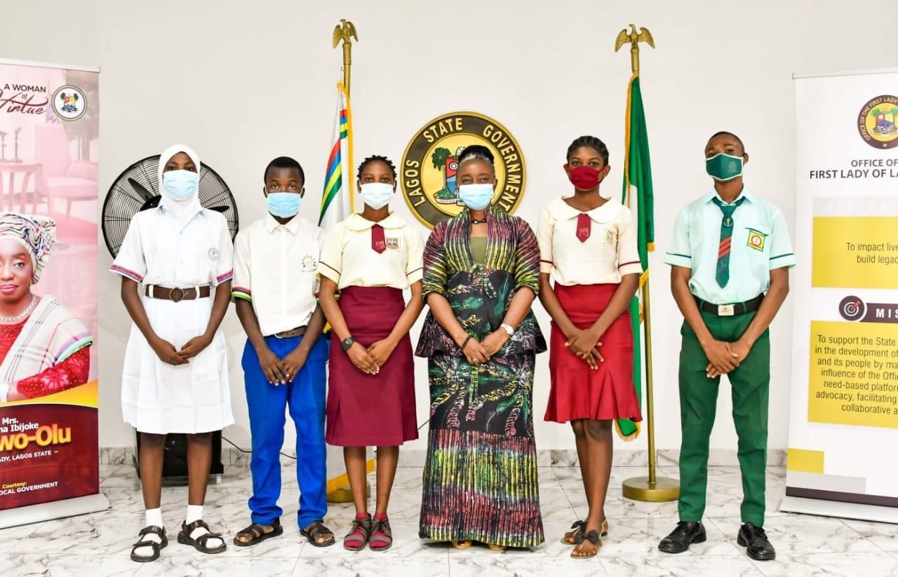 Lagos First Lady Presents Bank Drafts To Beneficiaries Of Lagos Exams Support