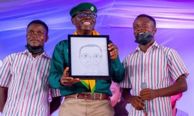 Sanwo-Olu Welcomes Bodataiye Oniyakuya To Receive His Special Caricature